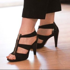 MICHAEL Micheal KORS Black Zipper Heels size 7.5M